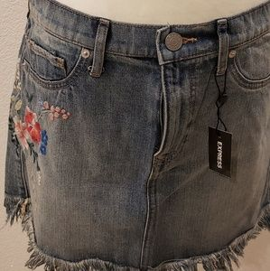 Jean skirt with embroidery